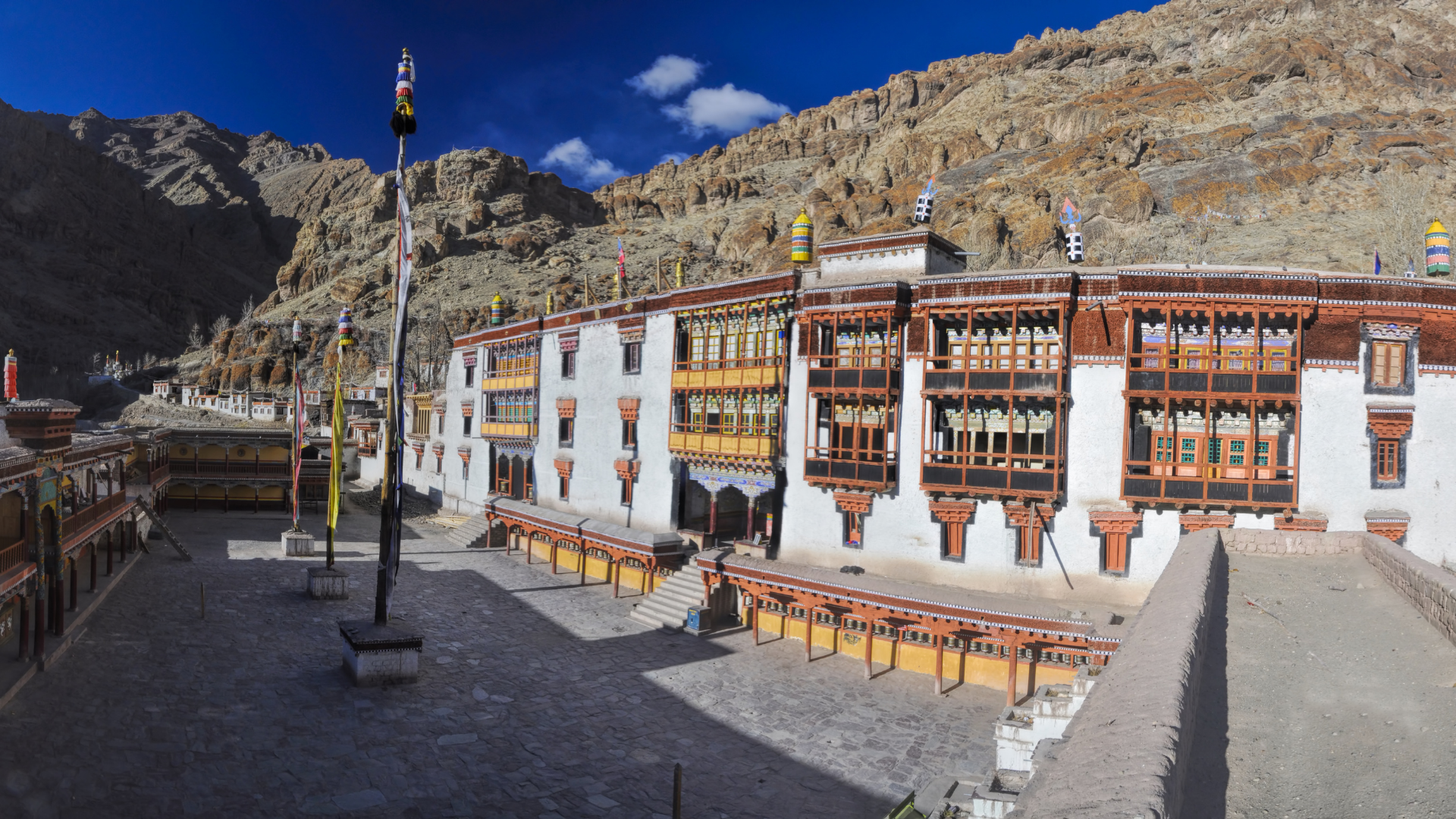3 - 6 Tips to Travel Responsibly in Ladakh
